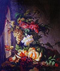 raisins et pommes dans une vasque de pierre dans une salle gothique by simon saint-jean