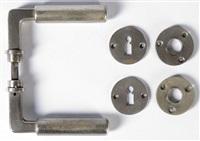 suite de cinq paires de poignées de porte et leurs entrées de serrures (set of 5) by walter gropius