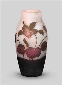 vase mit alpenveilchen dekor by arsale