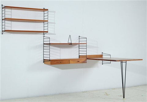 string wandregal mit schreibtisch string von nils nisse strinning auf artnet. Black Bedroom Furniture Sets. Home Design Ideas