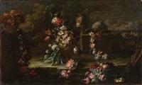 vaso con fiori, tralci fioriti e cestino di frutta in un giardino by gaspare