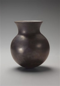 untitled pot by magdalene odundo