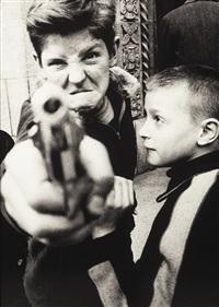 gun 1, new york by william klein