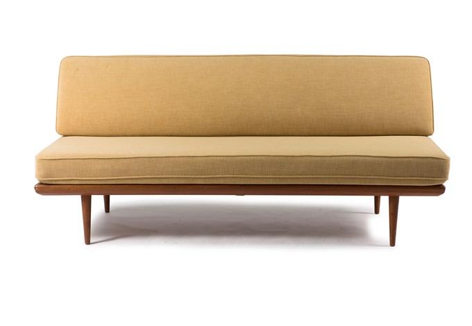 sofa tagesbett von orla m lgaard nielsen and peter hvidt. Black Bedroom Furniture Sets. Home Design Ideas