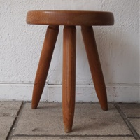 tabouret tripode, modèle berger by charlotte perriand