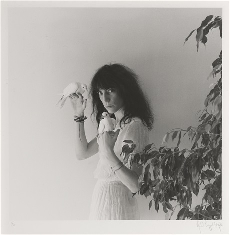 patti smith with doves by robert mapplethorpe