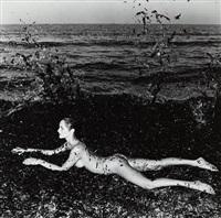 nude in seaweed, saint-tropez by helmut newton