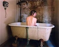femme dans la baignoire by elina brotherus