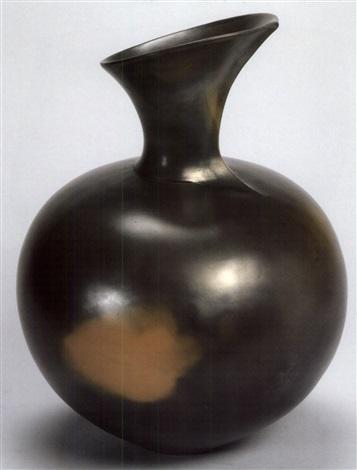 untitled - a pot by magdalene odundo