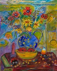 maki i słoneczniki w niebieskim wazonie by judyta sobel