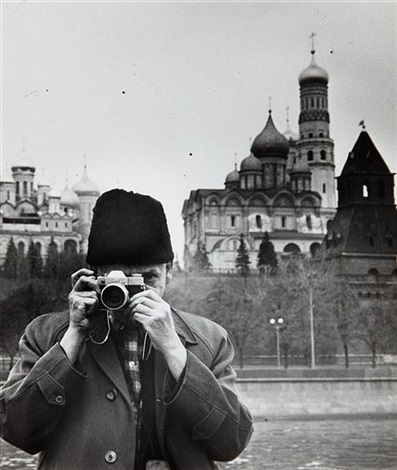 self-portrait in moscow by weegee