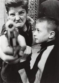 gun i, new york by william klein