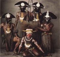 sitting new guinea women with four tribesmen, new guinea by irving penn