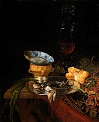 stilleben mit silberteller, porzellanschale und hohem glaspokal by simon luttichuys