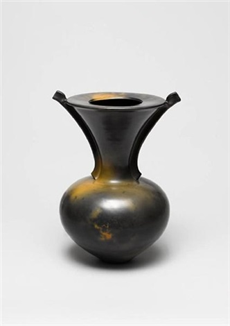 a flat topped vessel with wings by magdalene odundo