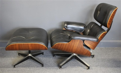 Eames Lounge Stoel : Charles eames lounge chair and ottoman von charles and ray eames
