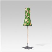 lampenschirm auf bambusständer by franz west