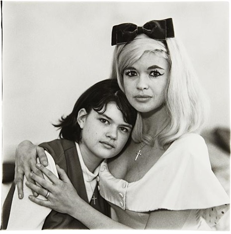 jayne mansfield climber ottaviano actress with her daughter jayne marie la ca by diane arbus