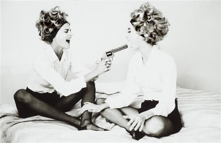 linda and christie with toy gun, cannes by ellen von unwerth