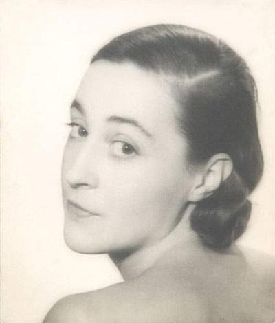portrait de katia krassina by lee miller