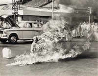 buddhist monk, rev. quang duc, burns self to death by malcolm browne