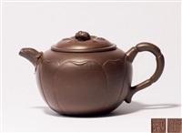 莲子蜜蜂壶 (a zisha teapot) by pei shimin