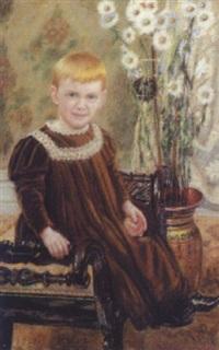 lille dreng siddende på bænk, ved hans side prydvase med margueriter by martin aronson-liljegral
