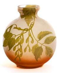 vase mit ahorndekor by émile gallé