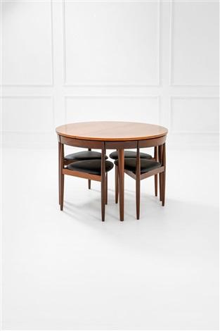 Tavolo rotondo allungabile e quattro sedie tripodi von Hans ...