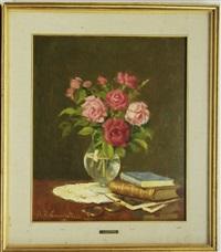 vaso di fiori con libri e occhiali by ernesto alcide campestrini