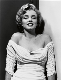 halsman/marilyn. portfolio with 8 (of 10) photographs of the iconic star. introduction by lee strasberg by philippe halsman