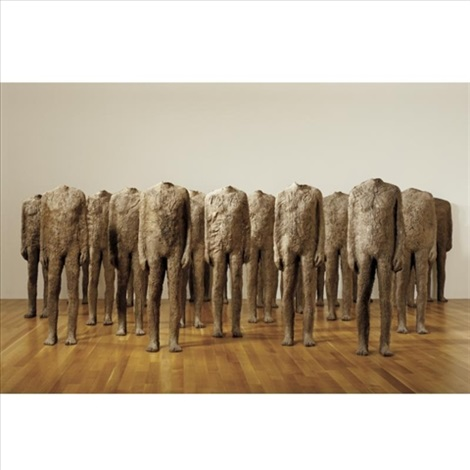 crowd standing figures in 22 parts by magdalena abakanowicz
