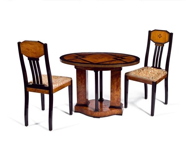 ovaler tisch mit zwei st hlen aus einem musikzimmer von joseph maria olbrich auf artnet. Black Bedroom Furniture Sets. Home Design Ideas