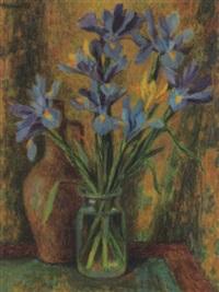 stilleben mit iris in glasvase by hans hessen