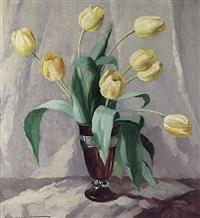 stilleben mit gelben tulpen in violetter art-déco-vase by elisabeth krüger