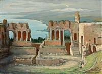blick auf das antike theater von taormina, im hintergrund der rauchende aetna by fritz hildebrandt