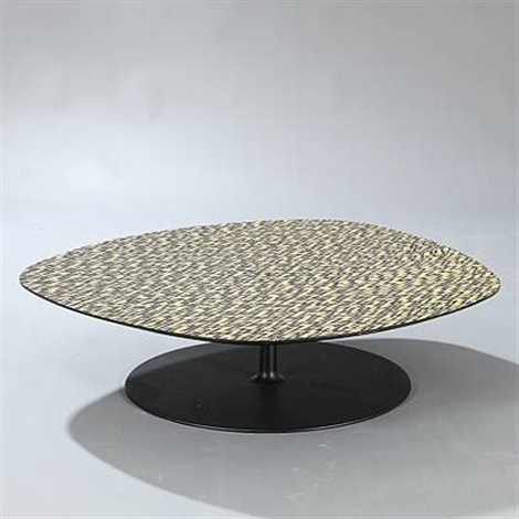 phoenix coffee table by patricia urquiola