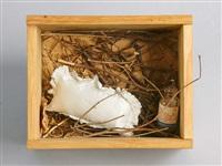 le cocon (il vit), objet porte-bonheur by meret oppenheim