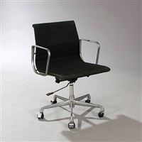 aluminium group swivel chair by charles eames