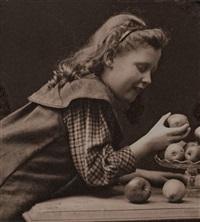 ohne titel (mädchen mit äpfeln) by rudolph duhrkoop