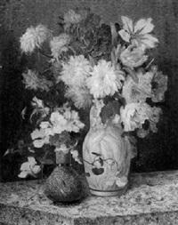 blumenstilleben mit dahlien, rosen und kapuzinerkresse by j. voisard