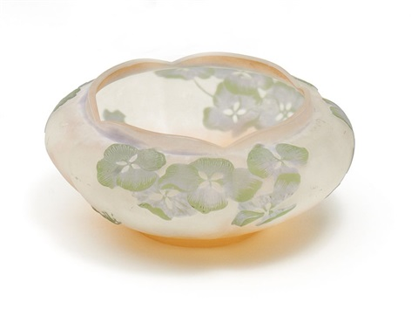 gebauchte schale mit hortensiendekor by émile gallé