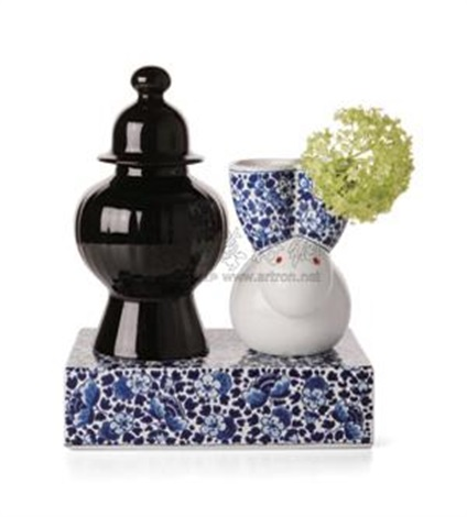 delft blue vase no9 set by marcel wanders