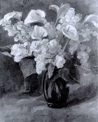 weisser flieder und lilien in blauer vase by marcelle pepin