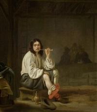 rauchender mann in einem interieur by simon kick