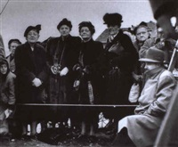 seattle, wash. ladies waiting to welcome gen'l mcarthur   upon his return from the far east by william heick