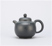 teapot with carved arc on the shoulder by liu jianping