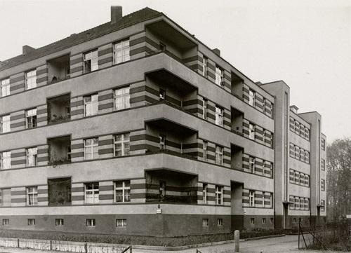 Modern apartment building, Stindestraße Steglitz, Berlin von Paul W ...