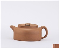 teapot of dome shape with ox-snout cover by pei shimin