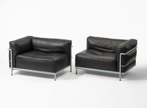 Zwei Neuwertige Lc3 Méridienne Sessel Von Cassina Von Le Corbusier